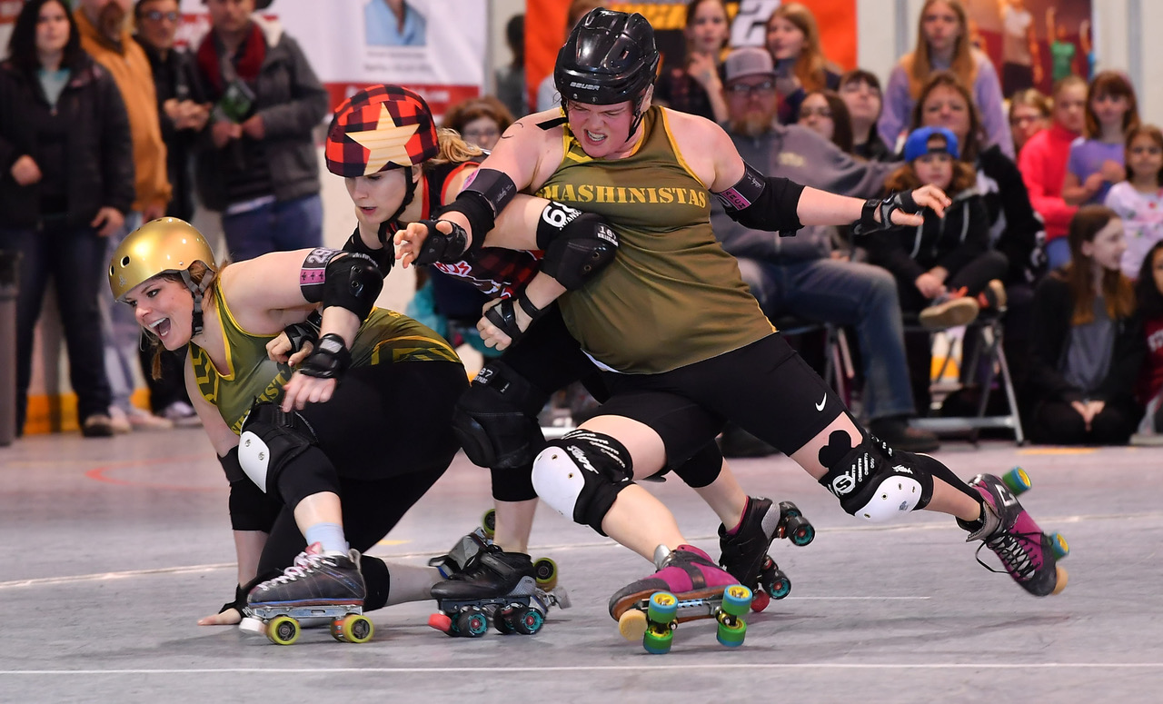 Smashies Remain Undefeated | Arch Rival Roller Derby